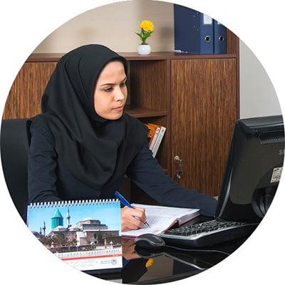 خانوم محمدی مدیر روابط عمومی شرکت البرز ماشین کرج